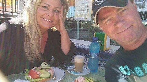 Kjæresteparet Kristin Jonasdottir og Stig Jarle Jensen har ikke sett hverandre på over ett år, som følge av pandemien.