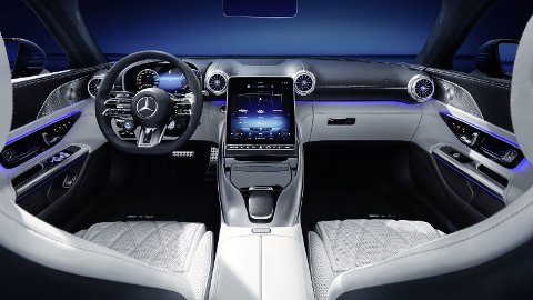 Mercedes lanserer snart en ny generasjon av suksess-cabrioleten SL. Nå er de første bildene av interiøret ute.