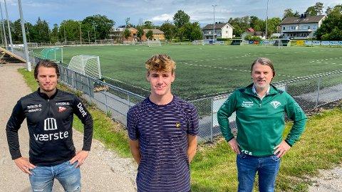 FFK-leder Joacim Heier, Ethan Amundsen-Day og Lerviks fotballeder Karl Andersen kan alle smile etter 16-åringens overgang til København.