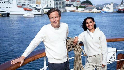 Emil Gukild og Selma Ibrahim er programledere gjennom den siste uka på Sommerskuta. Fredagens seilas ender på Skjærhalden rundt klokken 21.30.