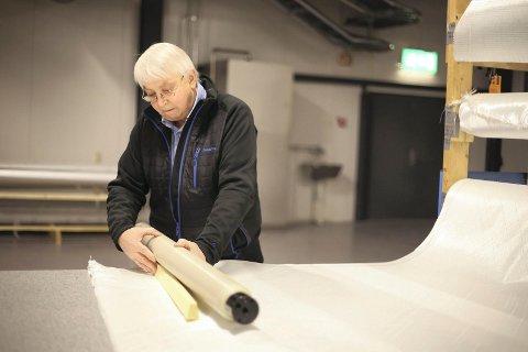Jarle Vestnes, som mannen bak Narvik Composite, sier seg veldig glad for å ha fått 4,1 millioner til et forskningsprosjekt for å automatisere produksjonen av komposittruller. Med det kan antallet produserte ruller mangedobles og sikre bedriften. Foto: Fritz Hansen.
