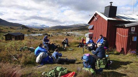 UTE: Selv om de overnattet ved siden av hytter, valgte de å tilbringe all tiden ute. Foto: Roar Teibakk