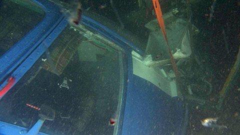FUNNET: Her er det russiske helikopteret. Det ble funnet søndag morgen på 209 meters dyp. Foto: Sysselmannen