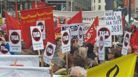 Bildet er fra en massemobilisering mot TISA i Oslo