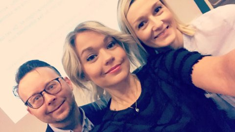 Morten Koster Martinussen, Lise Janita Hansen og June Berg-Sollund i Visit Narvik håper flere vil være med å finansiere jobben de gjør med å markedsføre Narvikregionen.