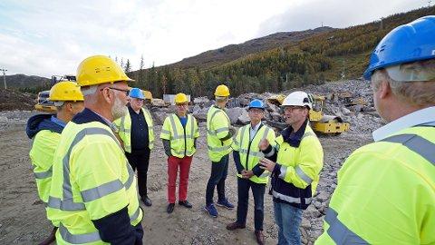 ORIENTERING: Ei uke før bystyret fikk den politiske ledelsen i Narvik en rundtur på områdene som utvikles av Narvikfjellet for tiden.