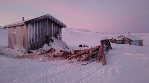 Vedforsyning til Somashytta i Troms Foto: Statskog Fjelltjenesten