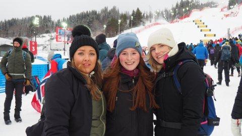 VM I ALPINT: Stina Klefstad (fra venstre) fra Trondheim og Andrea Henriksen og Hannah Cicilie Årstein fra Narvik rakk å se Svindals siste renn i alpint i Åre.