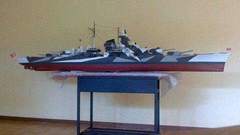 Ferdig: Slik ser den ferdige modellen av slagskipet ut, etter at modellbåtbyggeren Antonio Bonomi har lagt siste hånd på verket.