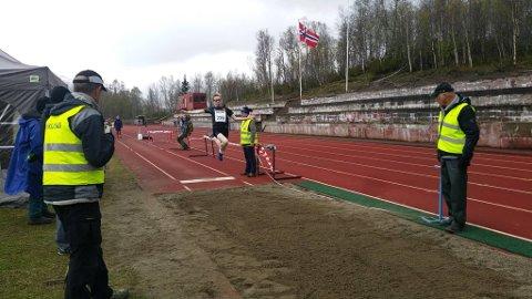 Henrik Utheim Borgen kom for første gang kom over 5 meter i lengde. 5,04 lyder den nye persen på, i motvind.
