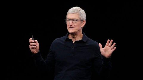 WWDC 2019: Tim Cook og Apple annonserte en rekke nyheter under åpningen av utviklermessen WWDC. Det de ikke snakket så høyt om, er at de kutter støtten til iPhone 6 – en mobil som fremdeles er i salg. Foto: Jeff Chiu (AP / NTB Scanpix)