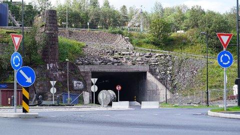 KLARGJORT: Tunnelen mellom handelsparken og Frydenlund har stått klar i mange år. Nå har departementet gitt kommunen medhold i at arbeider i Tunnelveien kan starte.