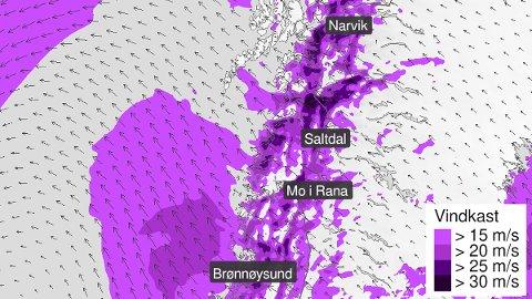 HOLDER STAND: Uværet fortsetter inn i mandagen i Ofoten og store deler av Nordland.