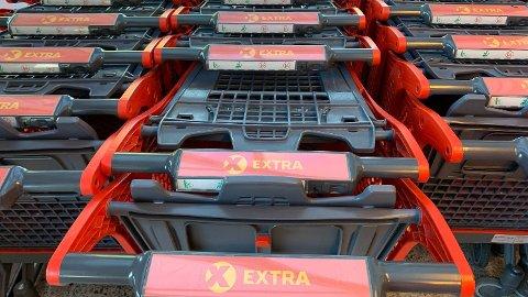 RENGJØRING: Coop bruker kun en mikrofiberklut når de rengjør handlevognene og handlekurvene sine. Foto: Halvor Ripegutu (Mediehuset Nettavisen)