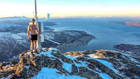 MÅLET ER NÅDD: Milos Gouka gikk hele veien opp til Linken, kun iført shorts og lue.