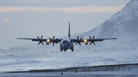 Et norsk C130 Hercules transportfly. Bildet er et illustrasjonsfoto. Det aktuelle flyet som bilvet viser, og stedet har ingen sammenheng med hendelsen, opplyser Forsvaret.