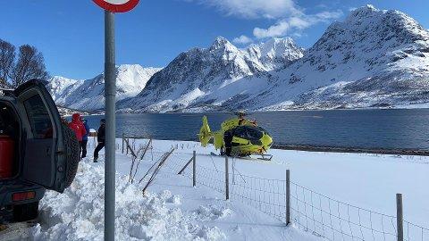 Her er UNNs ambulansehelikopter på plass i Lyngen. Foto: Elvira Kolsing