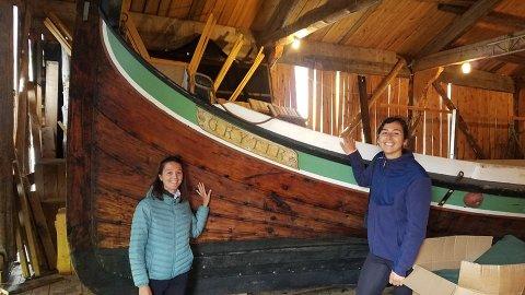 Grytir: Alice (t.v.) og Lucie besøkte fembøringen Grytir som foreldrene bidro med å få bygget i 1992.