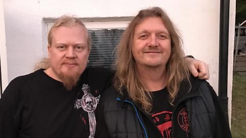 STØTTESPILLER: Trond Holter fra WigWam (t.h.) har vært til god hjelp for vokalist Cato Johansen.