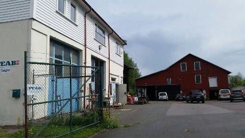 HER: Arbeidsulykken har skjedd ved PEABs lagerbygg på Nykirke.