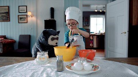 TIL HORTEN: Selveste Brillebjørn kommer og møter barna i forbindelse med filmpremieren lørdag.