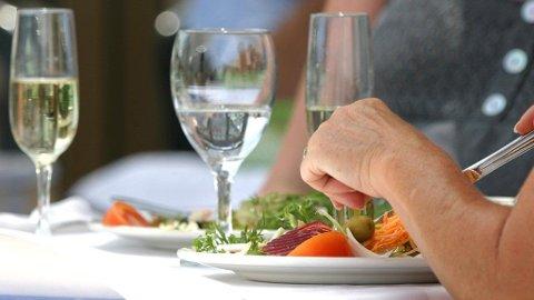 VELBEKOMME: Snart vil Horten kommune invitere alle hjemmeboende over 65 år med ut på restaurant.