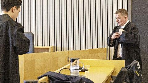 Tor Inge Borgersen (t.h.) og Aleksander Barkved Steinsvåg er forsvararane til 18-åringen.