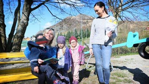 Barnehagestyrer Hege Haaland Aase ser fram til flere slike kosestunder med barna. Daglig leder Hanne Evertsen puster lettet ut og gleder seg over midlene som reddet driften.