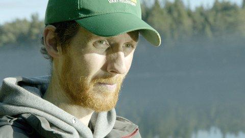 Frank Nervik la om til jærdialekt og tok på seg caps frå Felleskjøpet for å passa inn i pelsdyrnringa.