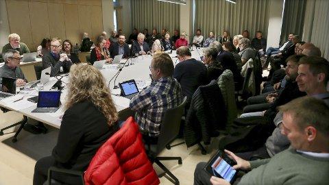Det var mange av tilhørerne som ønsket å følge debatten rundt E39 og delstrekningen Figgjo-Osli da Utvalg for byutvikling var samlet onsdag.