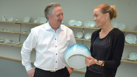 Den nye administrerende direktøren på Figgjo AS, Anne Kristine Rugland, sammen med avtroppende direktør Simmer Vikeså (foto: Trond Eirik Olsen).
