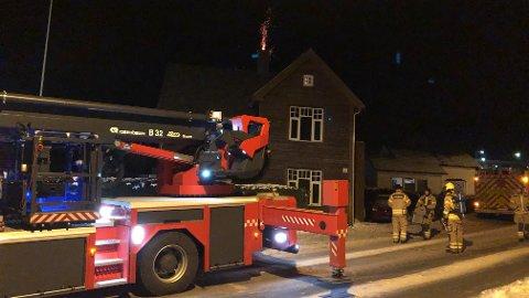 Brannvesenet rykket onsdag kveld ut til en melding om pipebrann i Solåsveien på Ålgård.