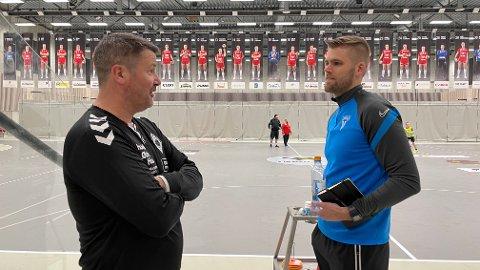 Joar Gjerde (til høyre) blir en del av trenerteamet til Tore Helgesen for ÅHKs damelag.