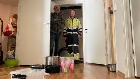 Odd Dubland har fått vannskader i leiligheten etter at sprinkleranlegget ble utløst to etasjer over. Innsatsleder Egil Furenes anslår at flere tusen liter vann har gått med.