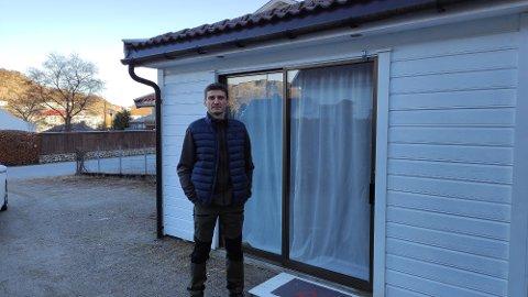 Zoltan Boros bor i Hogstadbakken på Ålgård. Lørdag oppdaget han at en ikke helt ukjent mann hadde brutt seg inn i hagestua.