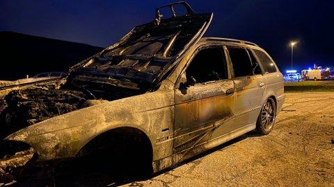 Slik så bilen ut etter brannen natt til søndag. Foto: Heidi Karin Gilje Skog