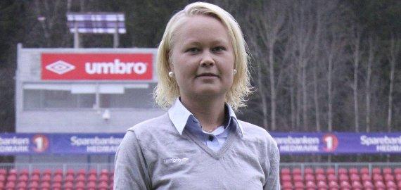 FIFA-DOMMER: Ann-Marie Sjøvika får FIFA-status og kan få internasjonale dommeroppdrag i 2015. FOTO: HENRIK HOLTER