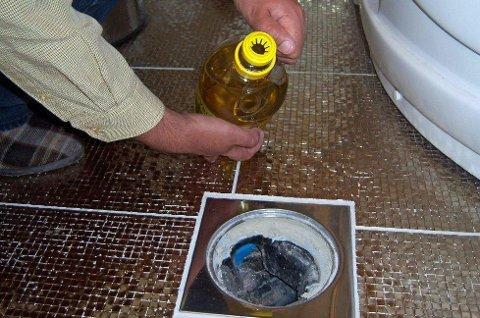 Litt matolje på toppen hindrer at vannstanden synker. Foto: Newswire/ANB