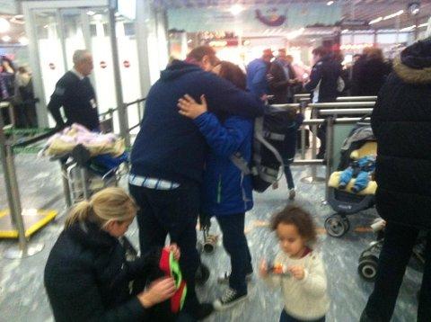 FEM BLIR TRE: Familien Holst i Kongsvinger blir redusert til tre. Mamma Hayley og yngstedatter Abi forlot landet mandag, etter å ha fått beskjed om å dra av UDI. Foto: Rolf Nordberg.
