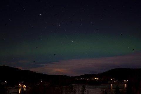 Vakkert nordlys over Eidskog fredag kveld, to dager ut i det nye året. Foto: Kjell R. Hermansen