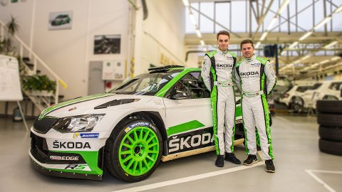 SIGNERTE: Ole Christian Veiby og karleser Stig Rune Skjærmoen har signert for Skoda Motorsport.
