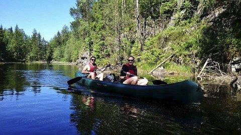 FRILUFTSLIV PÅ VANNET: Villemo Enoksen og Vegard Amundsen starter Odal Kano og Fritid, med utleie av kanoer, først og fremst på Storsjøen.