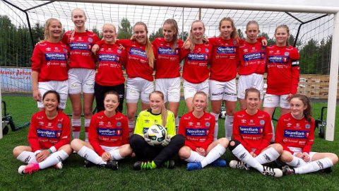 KAPRET SØLVET: KILs J15-lag gikk helt til finalen i Briskebyturneringen, men tapte der mot Storhamar etter straffespark-konkurranse.