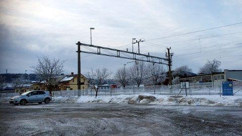 TAR GREP: Det har vært mange reaksjoner etter at tre planoverganger på Skarnes ble stengt og erstattet med en midlertidig undergang. Samferdselsdepartementet
