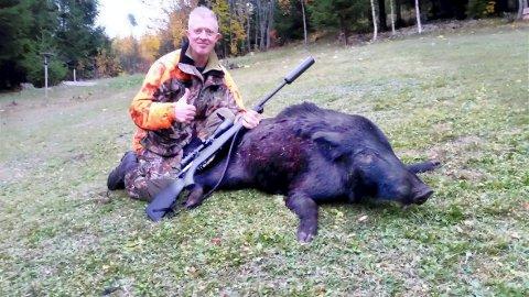 Knut Nævestad skjøt torsdag morgen en villsvinråne på 75 kilo utenfor huset sitt på Vestmarka.