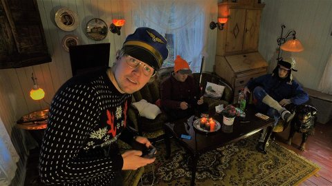 HJEMME: Ole Thomas Sagerud, Marius Håkonsen og Petter Dammen hjemme i stua.