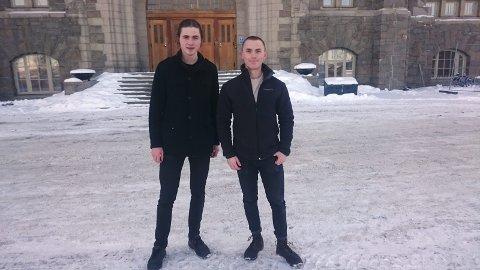 Vant: Studie kompisene Tobias Bergkvist og Mats Jørgen Skaslien gikk til topps etter å ha vært med på en programmeringskonkurranse. Skaslien er ifra Grue, og synes det var stort å vinne. Privat foto