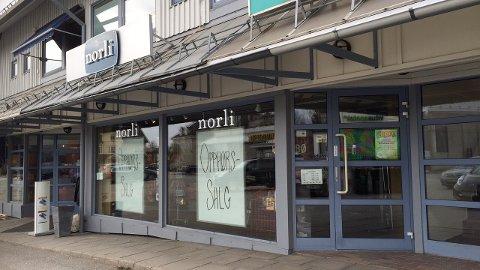 SLUTT: Det blir for tøft marked med to bokhandlere i et lite sentrum. Nå legges Norli Årnes ned.