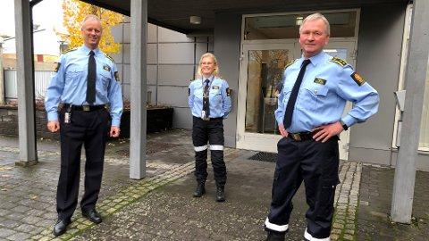 FLERE FOLK: 14 nye statlige arbeidsplasser vil bli tilført Tolletaten i Kongsvinger. Seksjonssjef Jørn Eidlaug (t.v.) får sju nye ansatte til sin vareførselseksjon, mens seksjonssjefene Kjersti Bråthen og Morten Nystuen får sju personer til seksjonen for grensekontroll.