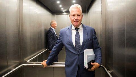 STOR BETALING: Over 800.000 nordmenn får penger fra Gjensidige i år. Her ved konsernsjef Helge Leiro Baastad.